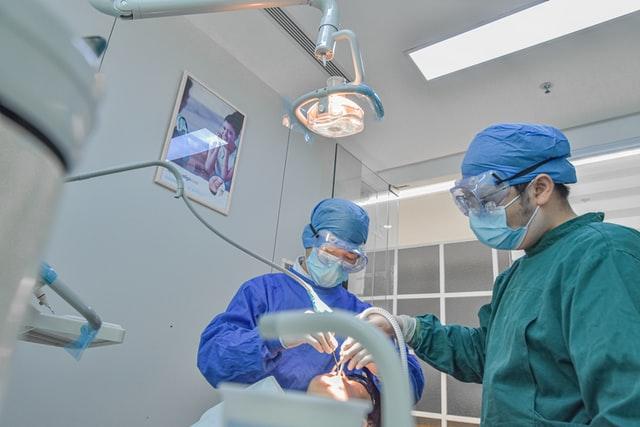 cirugia-bucal-implantes-odontomedic
